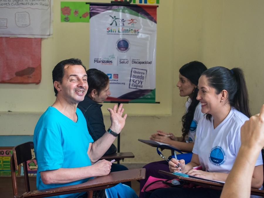 Las personas con discapacidad recibieron atención en medicina general, salud ocupacional y sicología.